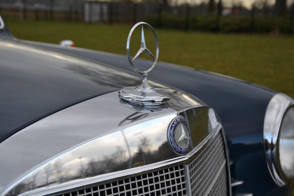 Classic park cars mercedes benz 190 d binz for Parking at mercedes benz superdome