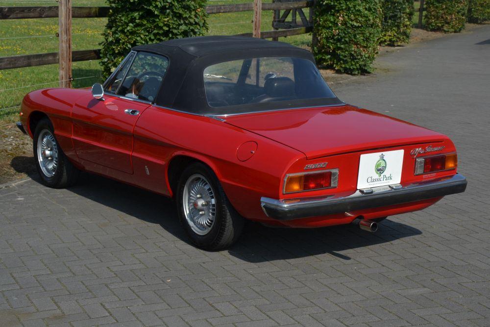 Classic park cars alfa romeo 2000 spider veloce for Interieur alfa spider 2000