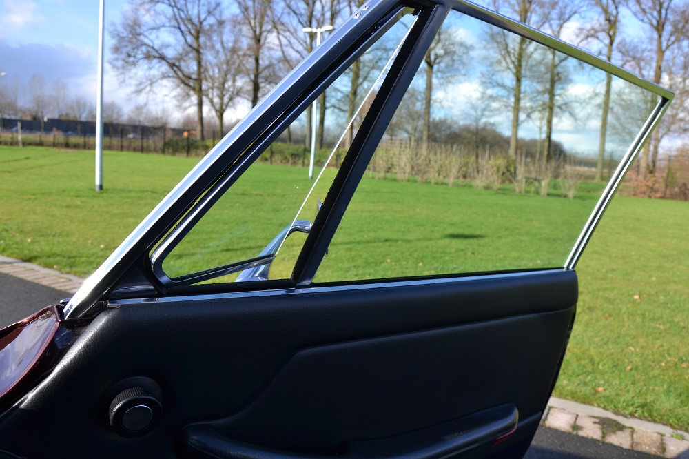 Classic Park Cars   Triumph Stag