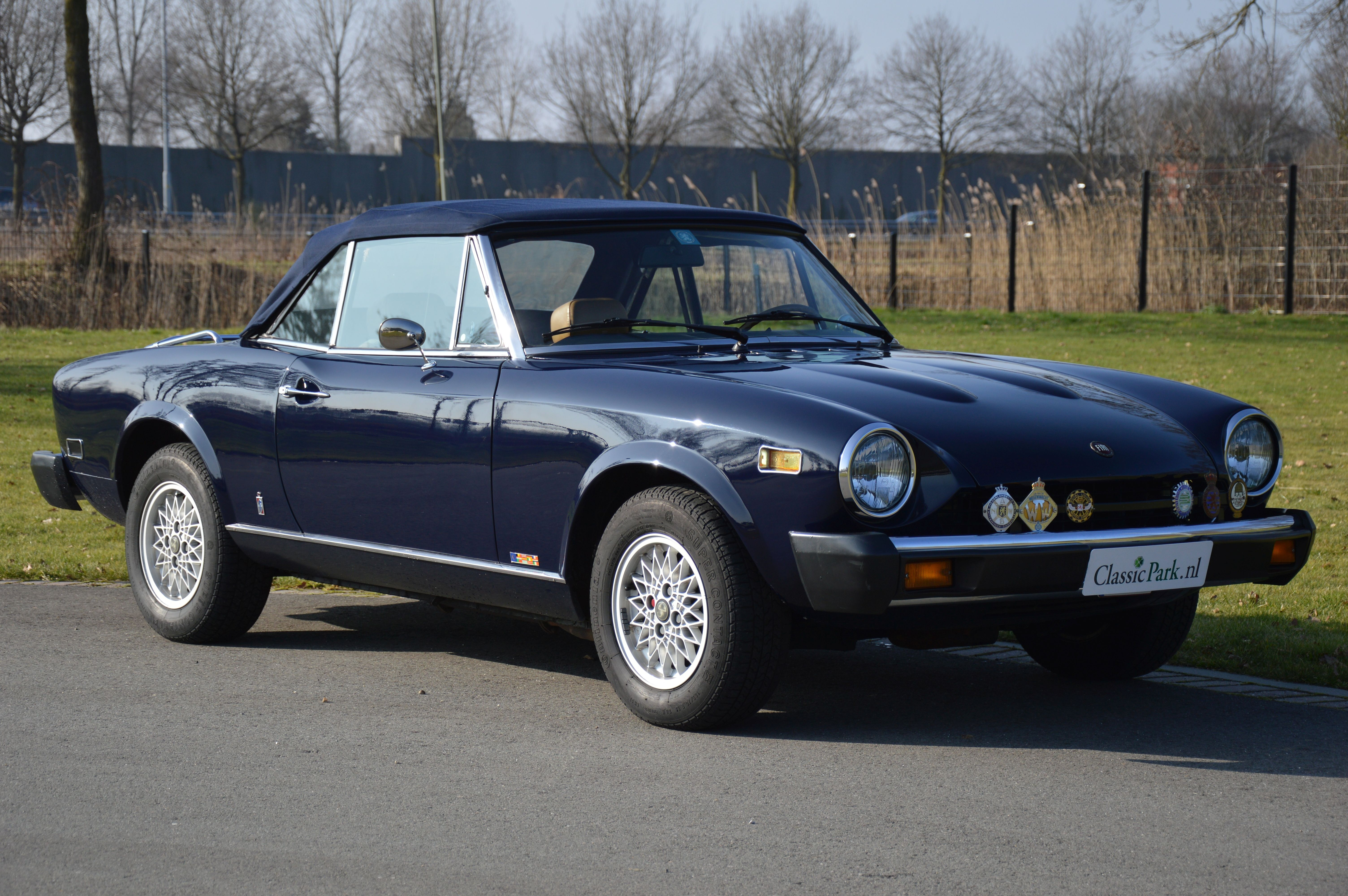 classic park cars fiat 124 sport spider. Black Bedroom Furniture Sets. Home Design Ideas